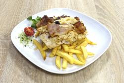 Baconos füstölt sajtos grillezett csirkemell, sült burgonyával